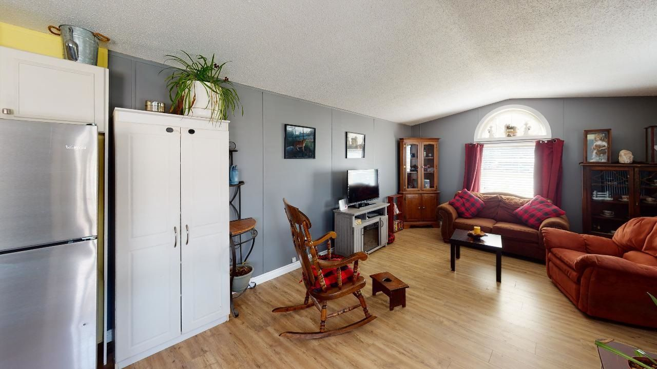 Photo 10: Photos: 10339 102 Street: Taylor Manufactured Home for sale (Fort St. John (Zone 60))  : MLS®# R2601750