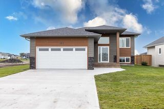 Photo 2: 105 Orchard Hill Drive in Mitchell: R16 Residential for sale : MLS®# 202120574