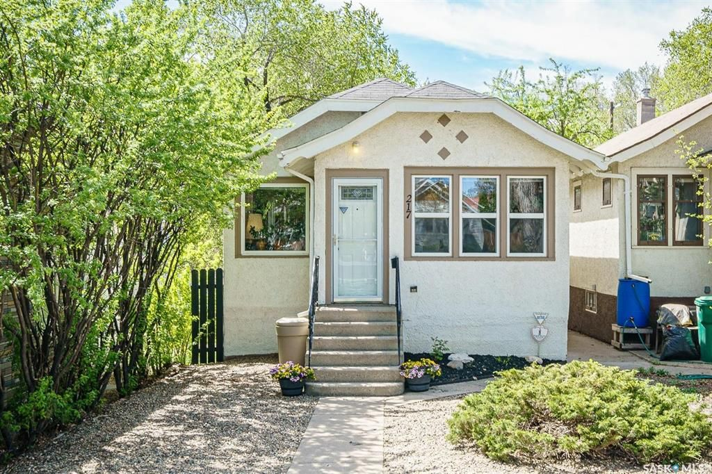 Main Photo: 217 29th Street West in Saskatoon: Caswell Hill Residential for sale : MLS®# SK856103
