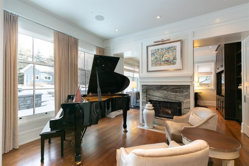 Photo 5: Photos: 1420 Beverley Place SW in Calgary: Bel-Aire Detached for sale : MLS®# A1060007