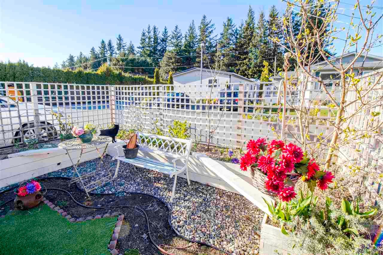 """Main Photo: 9 44565 MONTE VISTA Drive in Chilliwack: Sardis West Vedder Rd Manufactured Home for sale in """"Mountainview Park"""" (Sardis)  : MLS®# R2571251"""