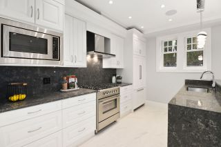 Photo 1: 2423 W 5TH Avenue in Vancouver: Kitsilano 1/2 Duplex for sale (Vancouver West)  : MLS®# R2508700