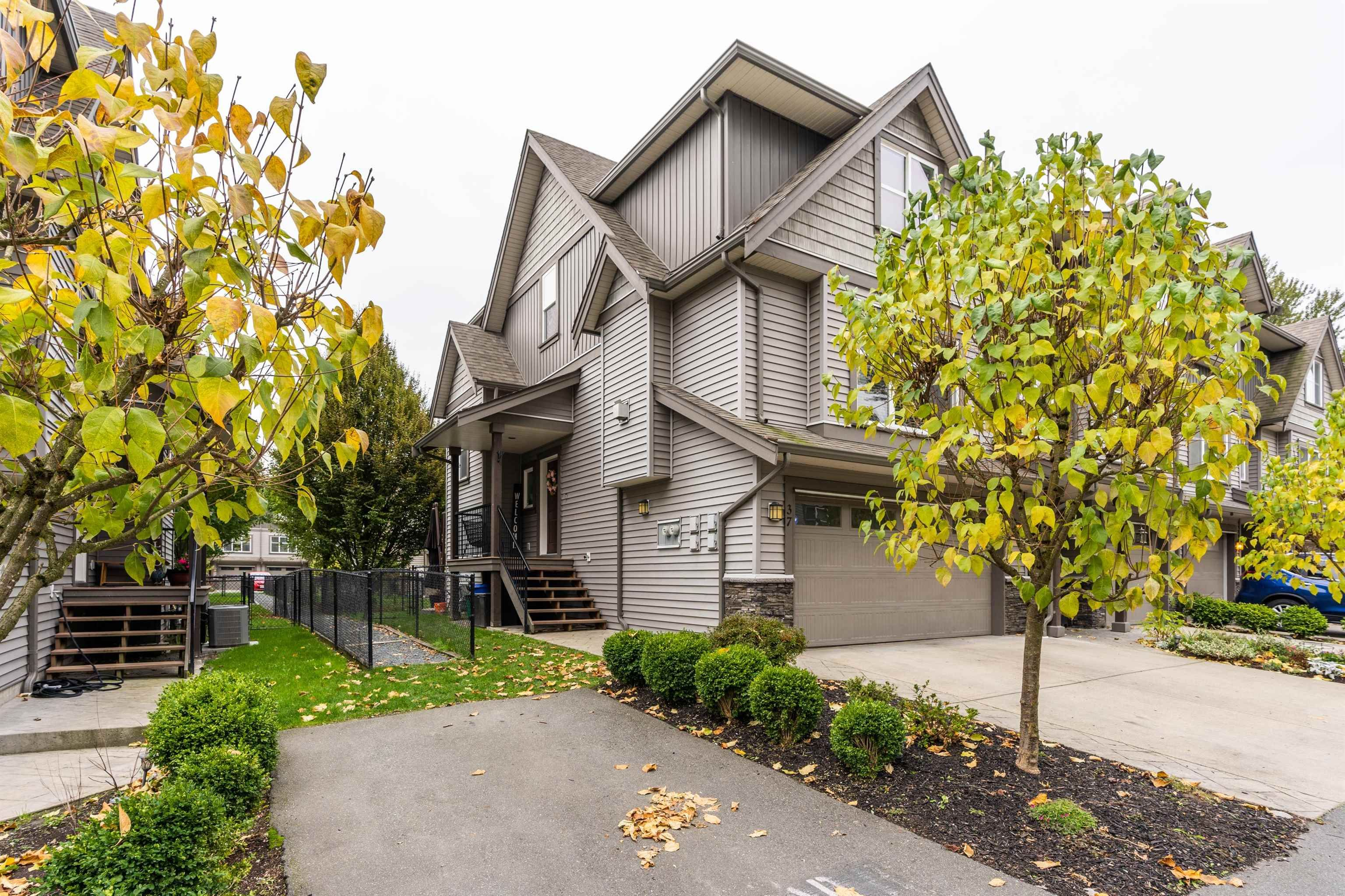 """Main Photo: 37 45085 WOLFE Road in Chilliwack: Chilliwack W Young-Well Townhouse for sale in """"TOWNSEND TERRACE"""" : MLS®# R2625489"""