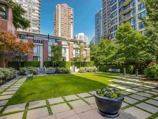 """Photo 19: 2308 928 HOMER Street in Vancouver: Yaletown Condo for sale in """"YALETOWN PARK"""" (Vancouver West)  : MLS®# R2181999"""
