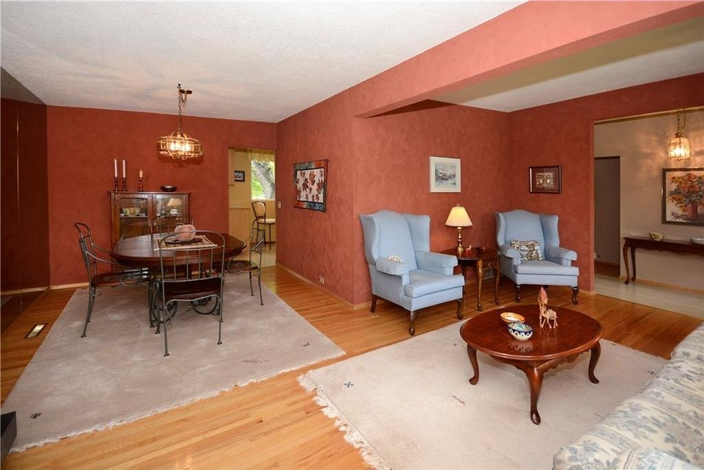 Photo 8: Photos: 3148 BREEN Crescent NW in Calgary: Brentwood House for sale : MLS®# C4121729