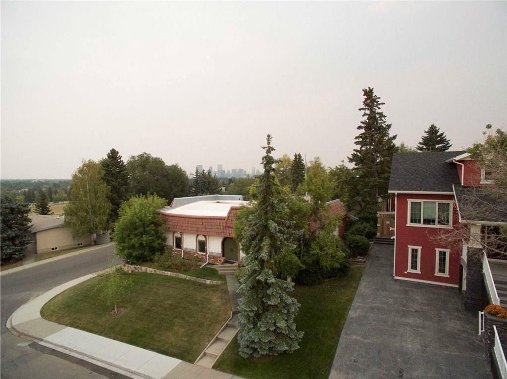 Main Photo: 23 CORNWALLIS Drive NW in Calgary: Cambrian Heights House for sale : MLS®# C4136794