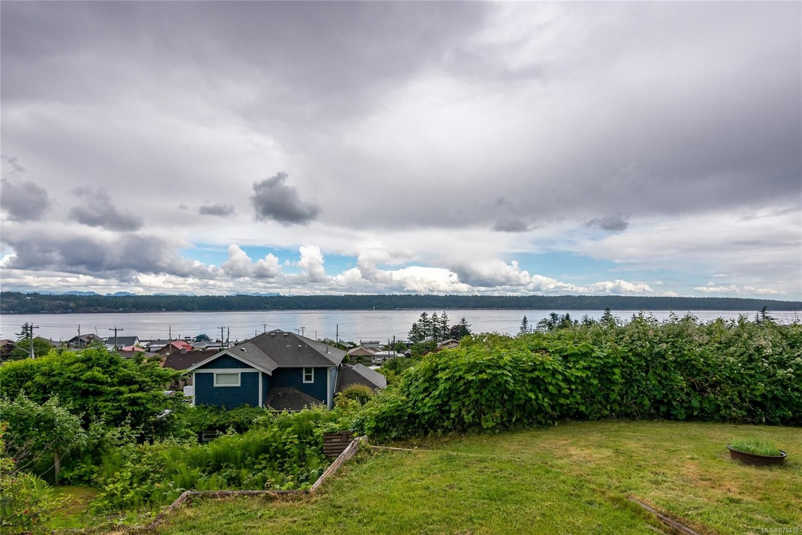Main Photo: 587 Alder St in : CR Campbell River Central House for sale (Campbell River)  : MLS®# 878419