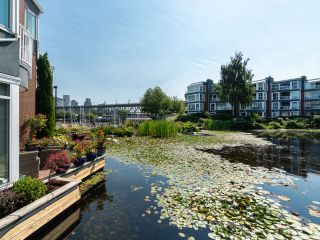 """Photo 1: 1594 ISLAND PARK Walk in Vancouver: False Creek Townhouse for sale in """"THE LAGOONS"""" (Vancouver West)  : MLS®# R2297532"""