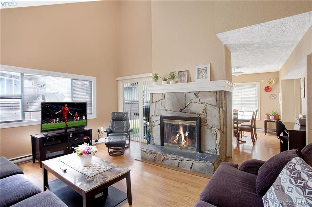 Main Photo: A 2974 Pickford Rd in VICTORIA: Co Hatley Park Half Duplex for sale (Colwood)  : MLS®# 819516