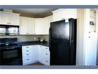 Photo 3: 102 842 Brock Ave in VICTORIA: La Langford Proper Row/Townhouse for sale (Langford)  : MLS®# 482992
