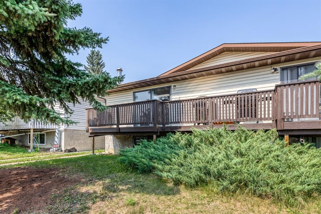 Main Photo: 5260 19 Avenue NW in Calgary: Montgomery Semi Detached for sale : MLS®# A1131869