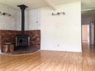 "Photo 3: 38882 GARIBALDI Avenue in Squamish: Dentville Duplex for sale in ""Dentville"" : MLS®# R2494577"