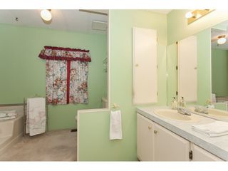 """Photo 14: 106 2303 CRANLEY Drive in Surrey: King George Corridor Manufactured Home for sale in """"Sunnyside"""" (South Surrey White Rock)  : MLS®# R2150906"""