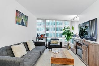 """Photo 2: 1508 1166 MELVILLE Street in Vancouver: Coal Harbour Condo for sale in """"ORCA"""" (Vancouver West)  : MLS®# R2603141"""