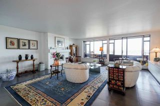 """Photo 3: 1702 320 ROYAL Avenue in New Westminster: Downtown NW Condo for sale in """"Peppertree"""" : MLS®# R2583293"""