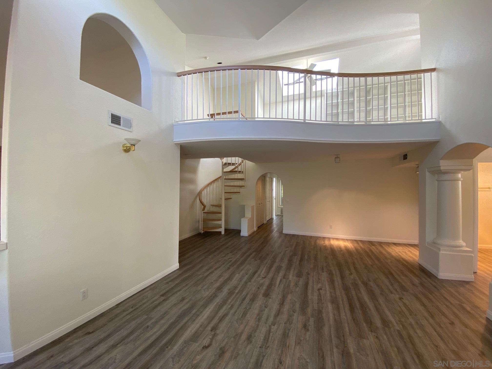 Main Photo: LA JOLLA Townhouse for rent : 4 bedrooms : 2848 Torrey Pines Rd