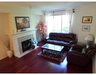 """Photo 3: 2 8415 CUMBERLAND Place in Burnaby: The Crest Townhouse for sale in """"ASHCOMBE"""" (Burnaby East)  : MLS®# V788857"""