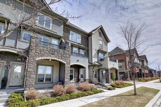 Photo 2: 444 Quarry Way SE in Calgary: Douglasdale/Glen Row/Townhouse for sale : MLS®# A1094767