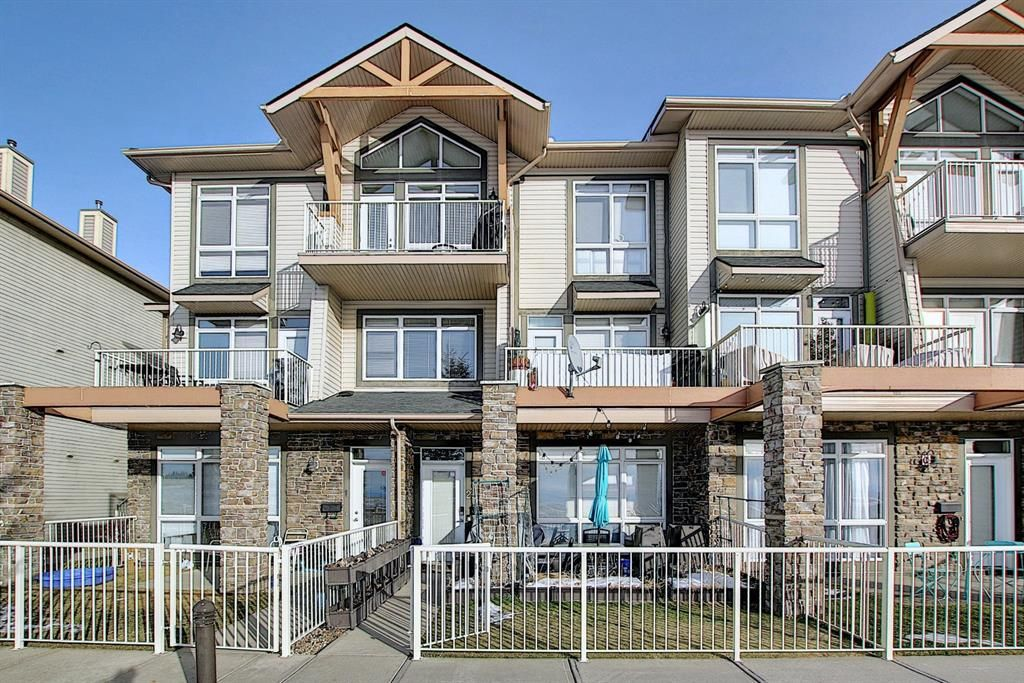 Main Photo: 19 117 Rockyledge View NW in Calgary: Rocky Ridge Row/Townhouse for sale : MLS®# A1061525