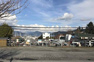 """Photo 17: 8 699 DOUGALL Road in Gibsons: Gibsons & Area Townhouse for sale in """"MARINA PLACE"""" (Sunshine Coast)  : MLS®# R2392536"""