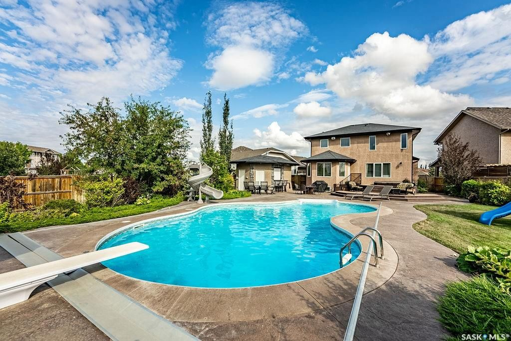 Main Photo: 122 Maguire Court in Saskatoon: Willowgrove Residential for sale : MLS®# SK866682
