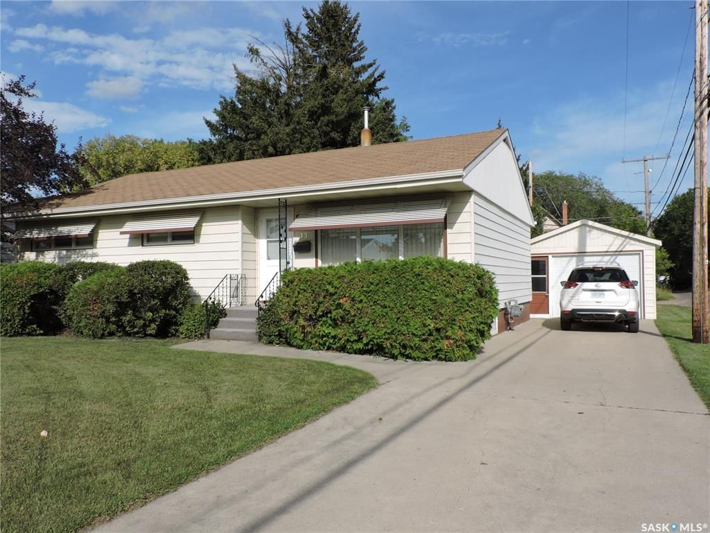 Main Photo: 13 Lincoln Avenue in Yorkton: West YO Residential for sale : MLS®# SK824129