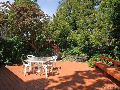 Photo 8: Photos: 3815 Campus Crescent in VICTORIA: SE Mt Tolmie Residential for sale (Saanich East)  : MLS®# 336697