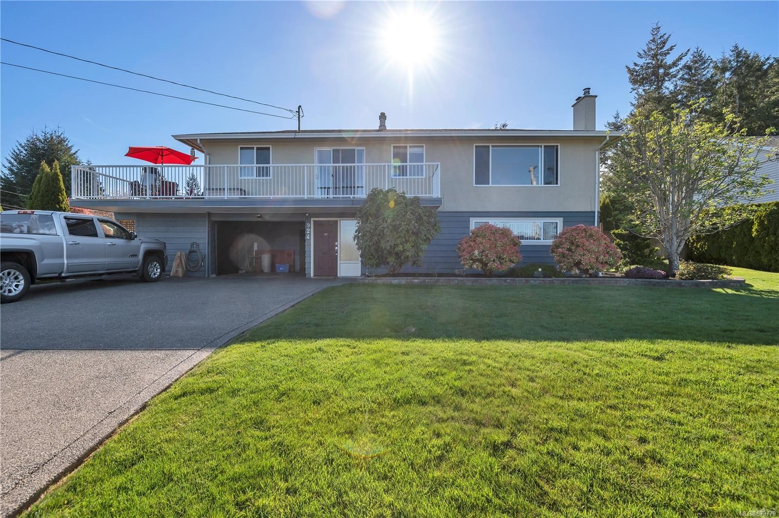 Main Photo: 924 Galerno Rd in : CR Campbell River Central House for sale (Campbell River)  : MLS®# 873779