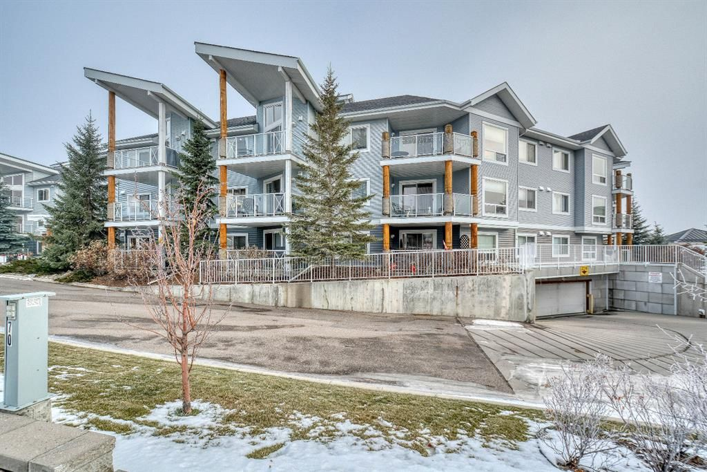 This immaculate condo is just steps to the lake and a quick walk to Safeway & Tim Hortons!