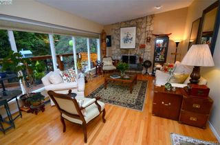 Photo 9: 3954 Grandis Pl in VICTORIA: SE Queenswood House for sale (Saanich East)  : MLS®# 774974