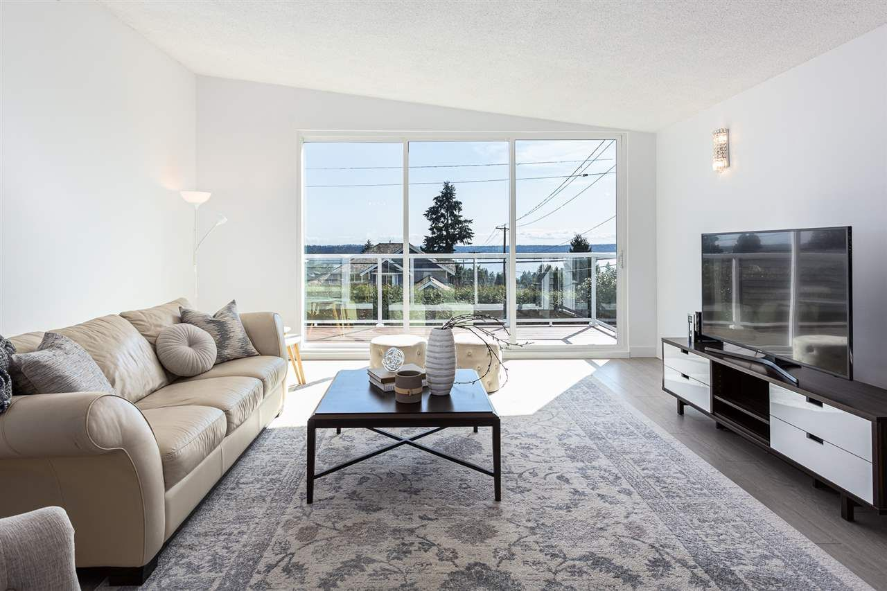Main Photo: 1491 OTTAWA Avenue in West Vancouver: Ambleside House for sale : MLS®# R2559439