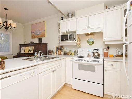 Photo 8: Photos: 2 225 Vancouver St in VICTORIA: Vi Fairfield West Row/Townhouse for sale (Victoria)  : MLS®# 699891
