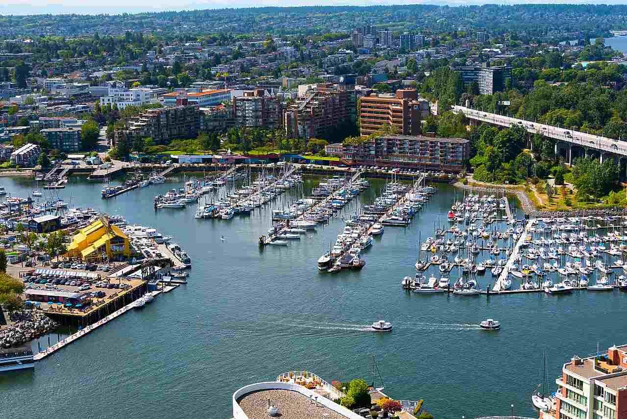 """Photo 17: Photos: 3703 1480 HOWE Street in Vancouver: Yaletown Condo for sale in """"Vancouver House"""" (Vancouver West)  : MLS®# R2527999"""