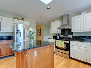Photo 8: 1017 Southover Lane in : SE Broadmead House for sale (Saanich East)  : MLS®# 881928