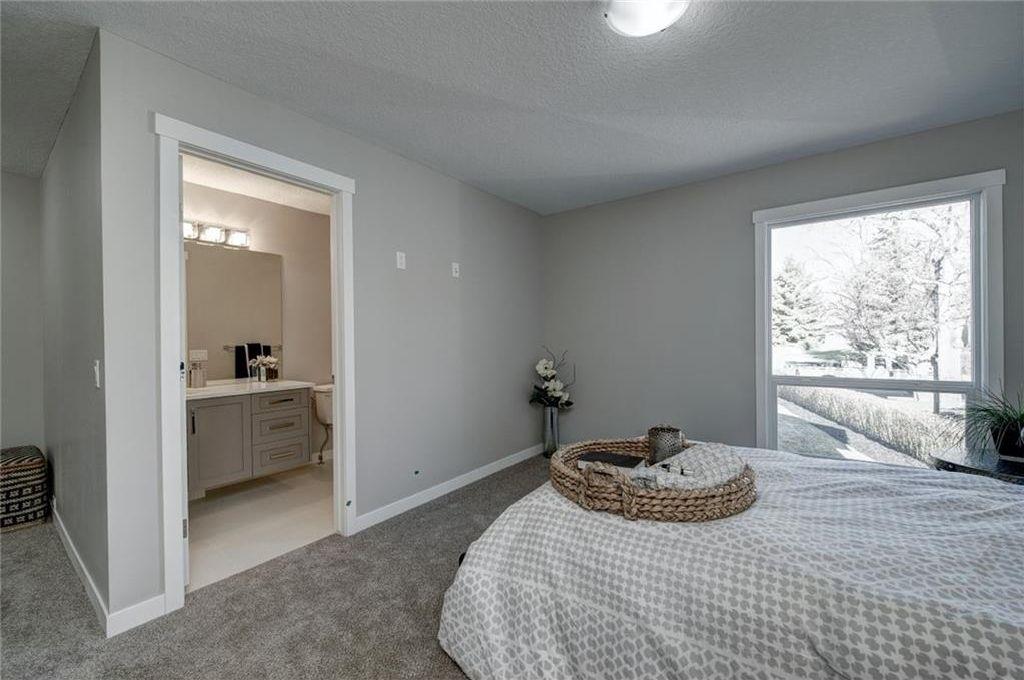 Photo 25: Photos: 210 OAKMOOR Place SW in Calgary: Oakridge House for sale : MLS®# C4111441