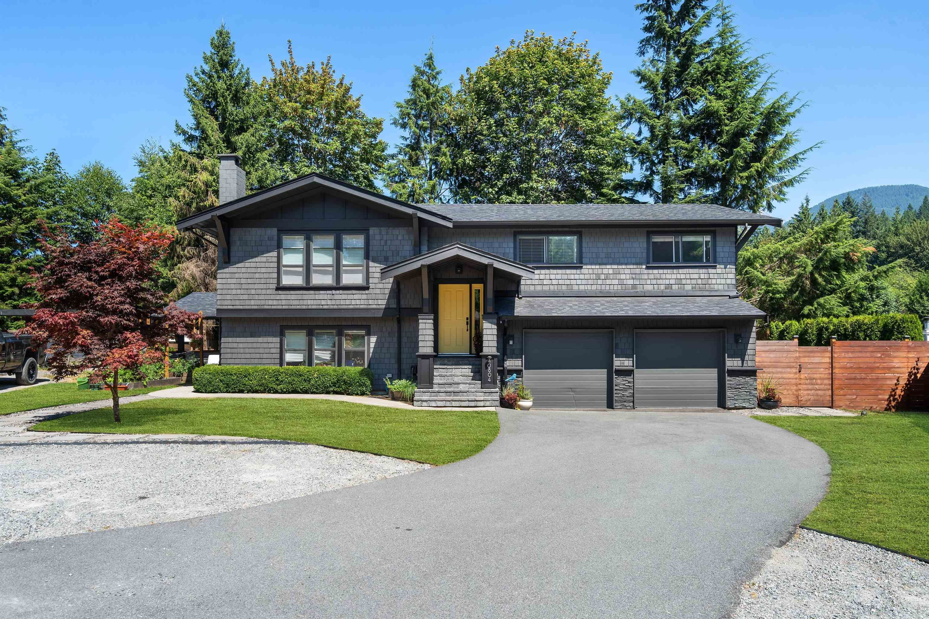 Main Photo: 40804 MOUNTAIN Place in Squamish: Garibaldi Highlands House for sale : MLS®# R2613195