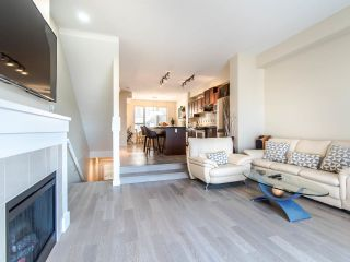 """Photo 2: 149 3105 DAYANEE SPRINGS Boulevard in Coquitlam: Westwood Plateau Townhouse for sale in """"WHITE TAIL LANE"""" : MLS®# R2443110"""