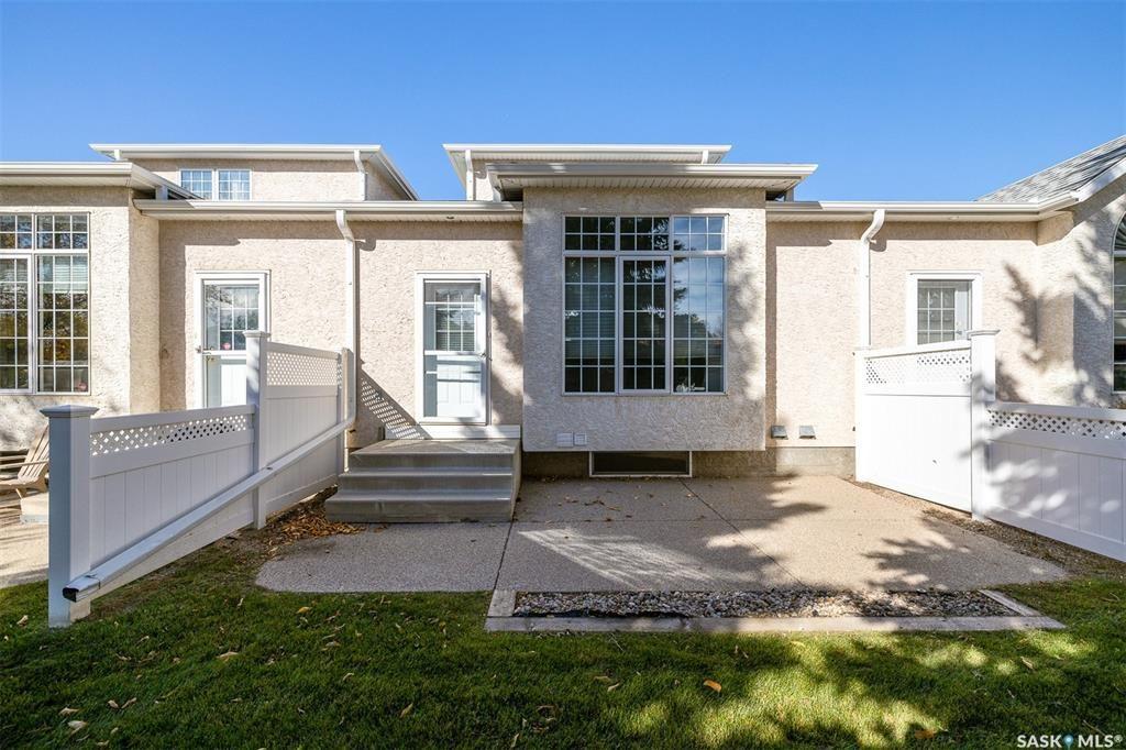 Main Photo: 438 Perehudoff Crescent in Saskatoon: Erindale Residential for sale : MLS®# SK871447