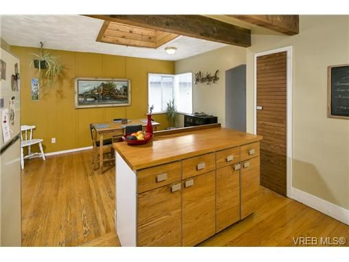 Photo 6: Photos: 3055 Carroll St in VICTORIA: Vi Burnside House for sale (Victoria)  : MLS®# 728046