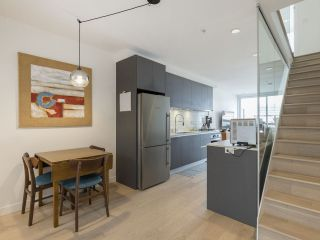"""Photo 7: 312 1647 E PENDER Street in Vancouver: Hastings Townhouse for sale in """"The Oxley"""" (Vancouver East)  : MLS®# R2555021"""