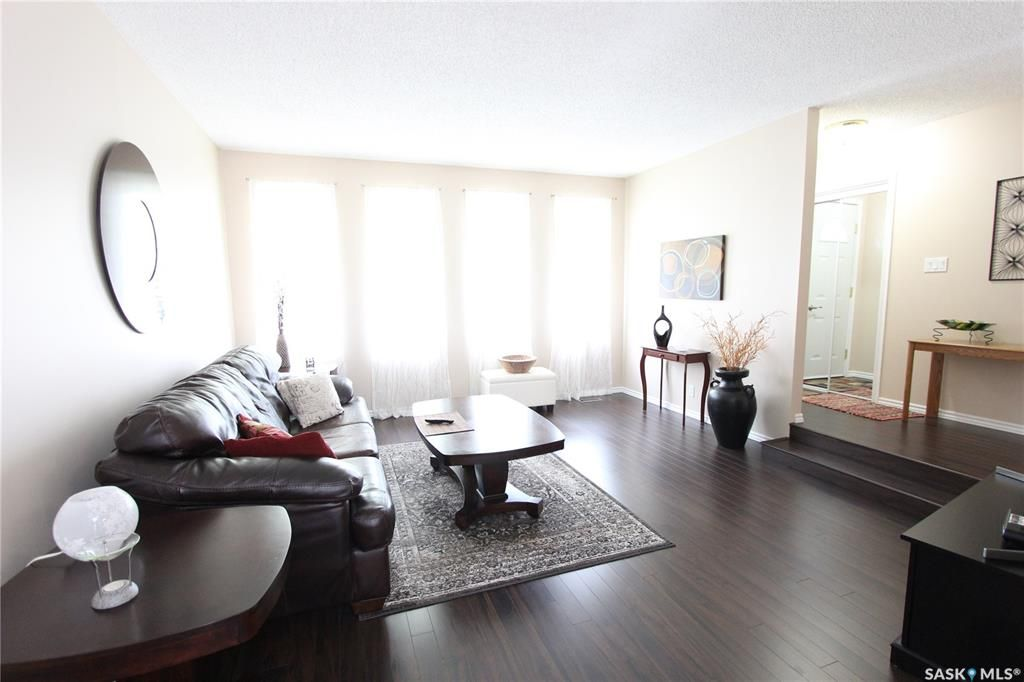 Photo 4: Photos: 1030 Dorothy Street in Regina: Normanview West Residential for sale : MLS®# SK810088