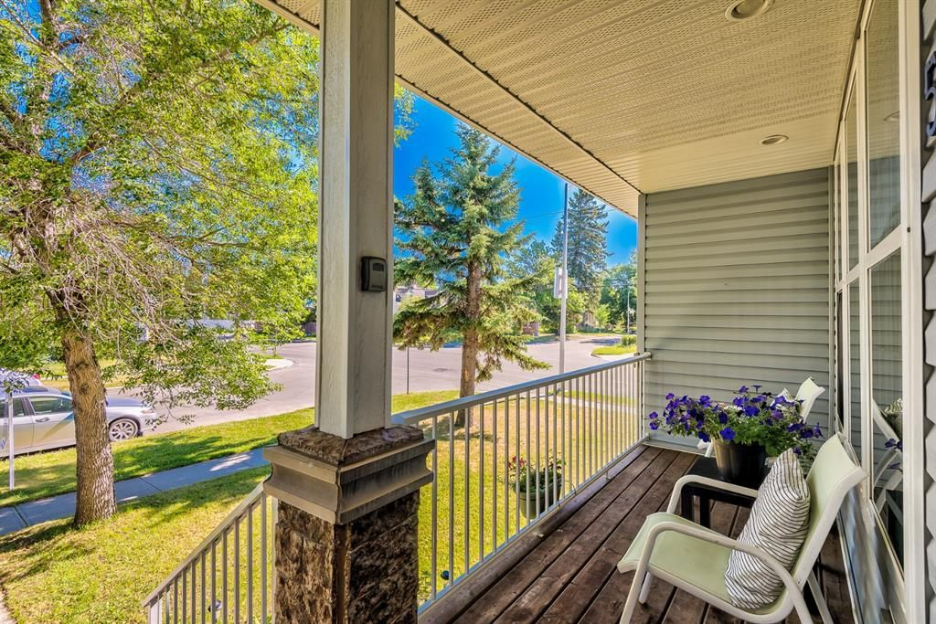 Photo 2: Photos: 503 17 Avenue NW in Calgary: Mount Pleasant Semi Detached for sale : MLS®# A1122825