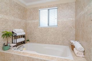 """Photo 16: 1001 21937 48 Avenue in Langley: Murrayville Townhouse for sale in """"Orangewood"""" : MLS®# R2428223"""