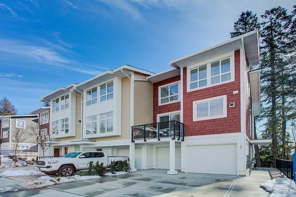 "Main Photo: 55 24108 104 Avenue in Maple Ridge: Albion Townhouse for sale in ""Ridgemont"" : MLS®# R2344120"