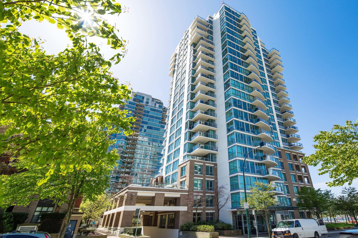 Main Photo: 701 120 MILROSS AVENUE in : Downtown VE Condo for sale : MLS®# V648768