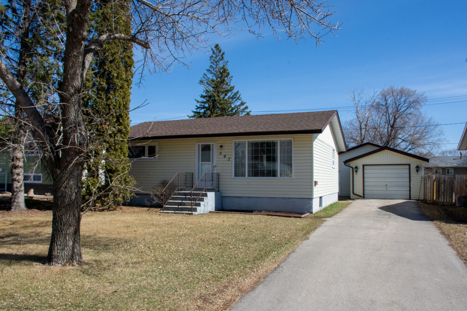Main Photo: 642 1st Street NW in Portage la Prairie: House for sale : MLS®# 202108191
