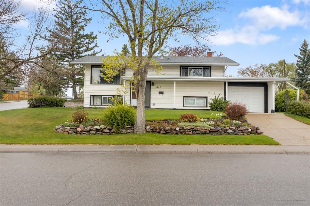 Front curb appeal is stunning.