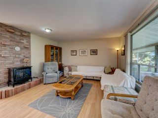 """Photo 12: 8089 REDROOFFS Road in Halfmoon Bay: Halfmn Bay Secret Cv Redroofs House for sale in """"WELCOME WOODS"""" (Sunshine Coast)  : MLS®# R2563771"""