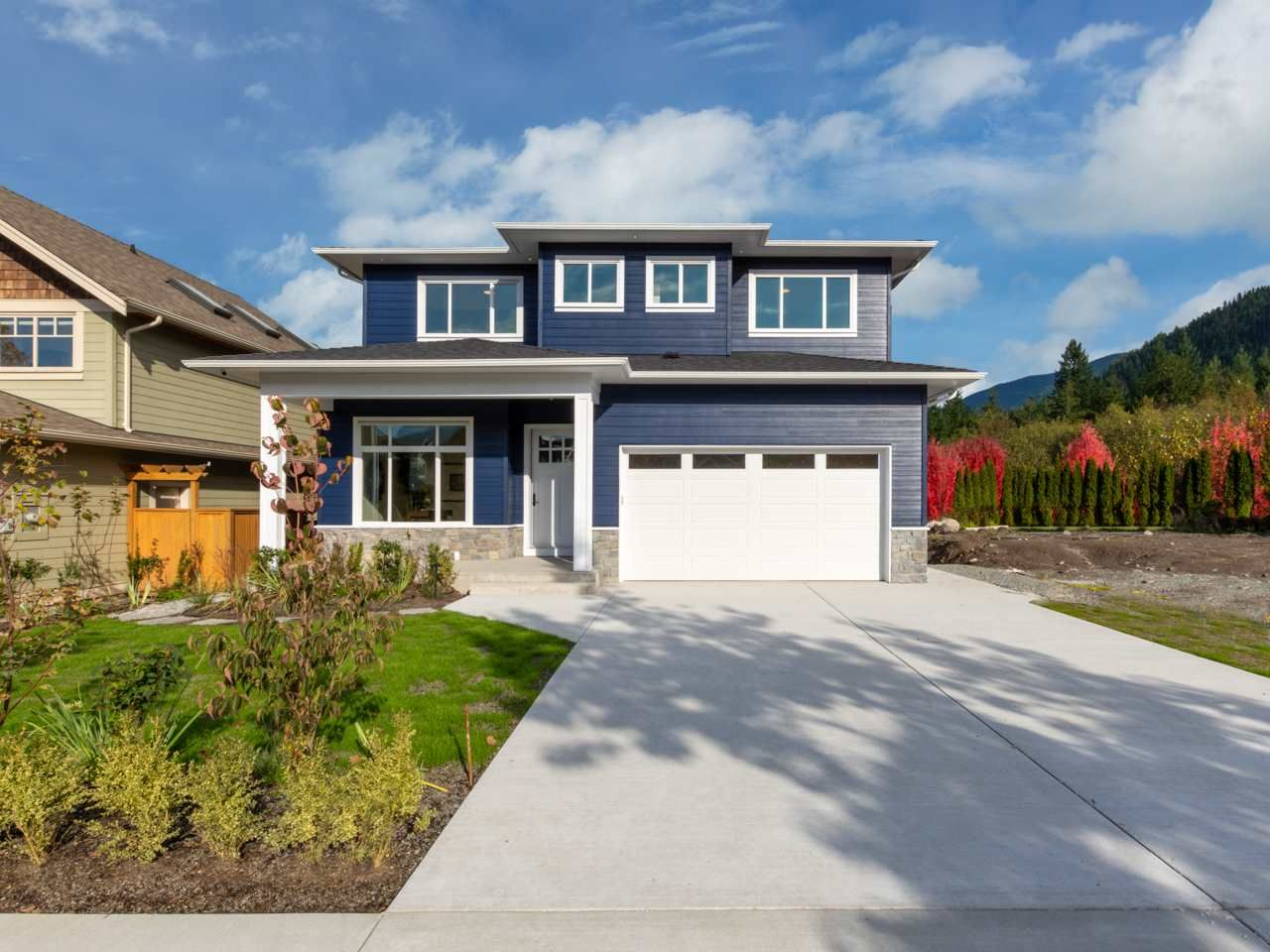 """Main Photo: 40895 THE CRESCENT in Squamish: University Highlands House for sale in """"UNIVERSITY HEIGHTS"""" : MLS®# R2467442"""
