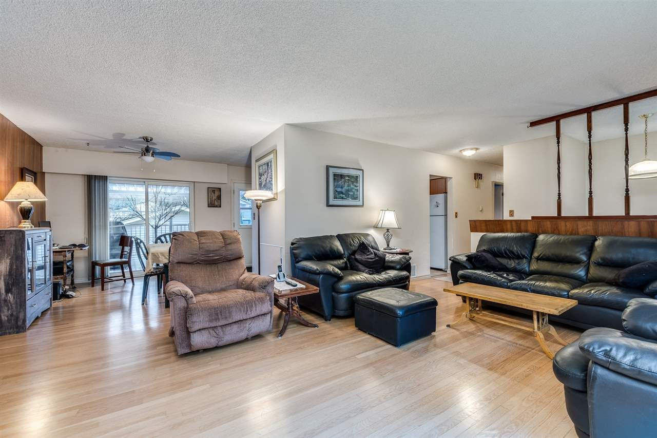 Photo 6: Photos: 3655 COAST MERIDIAN Road in Port Coquitlam: Glenwood PQ House for sale : MLS®# R2528909